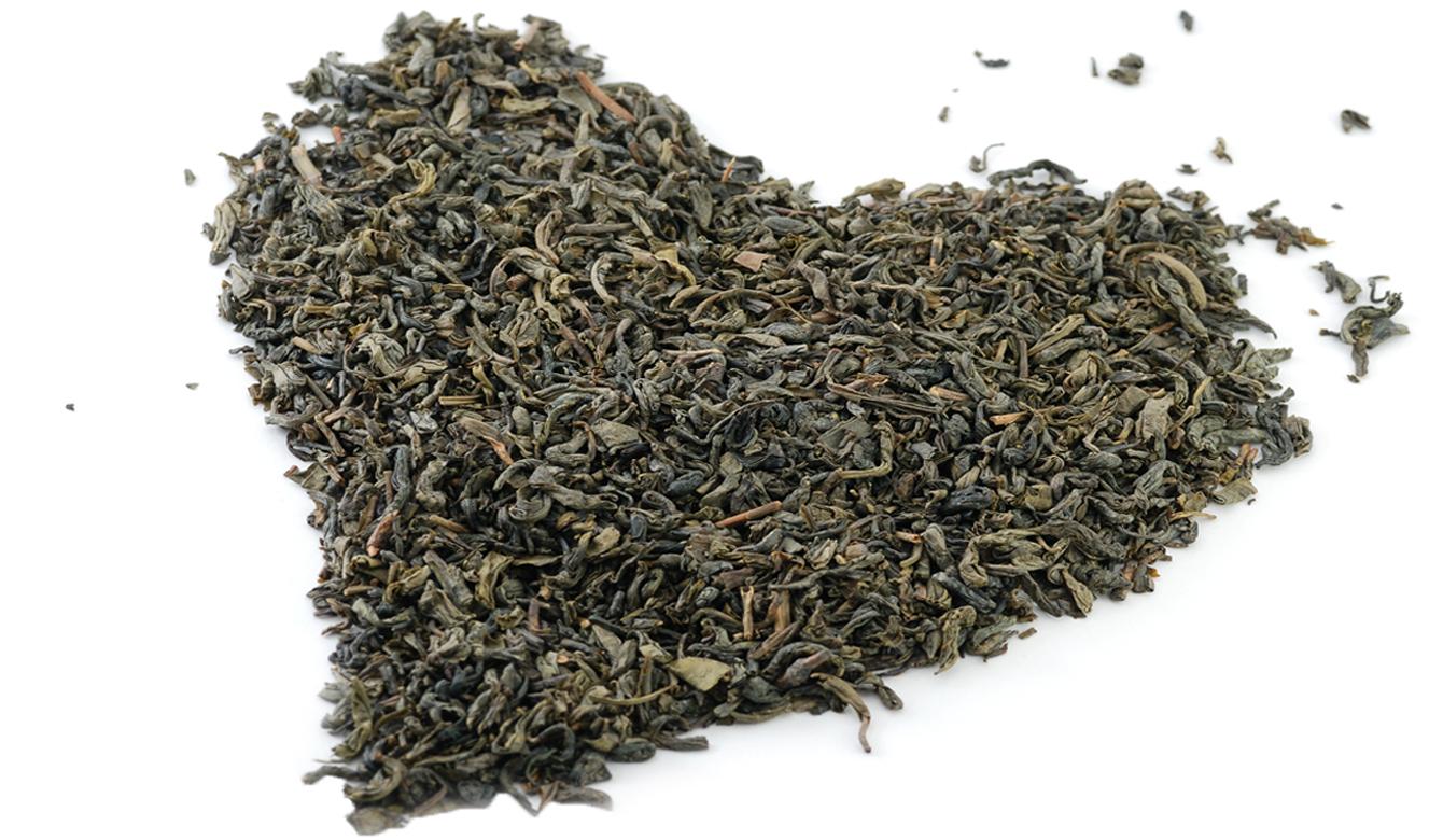 Groene thee in hart vorm